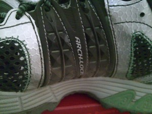 Saucony ProGrid Xodus Trail Running Shoe with Vibram Outsole Arch-Lock technology.